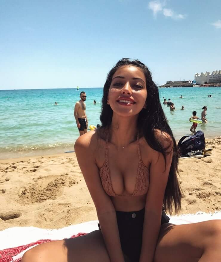 Cindy Kimberly cleavage