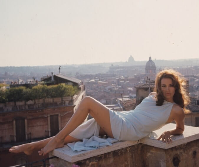 Claudine Auger hot feet (2)