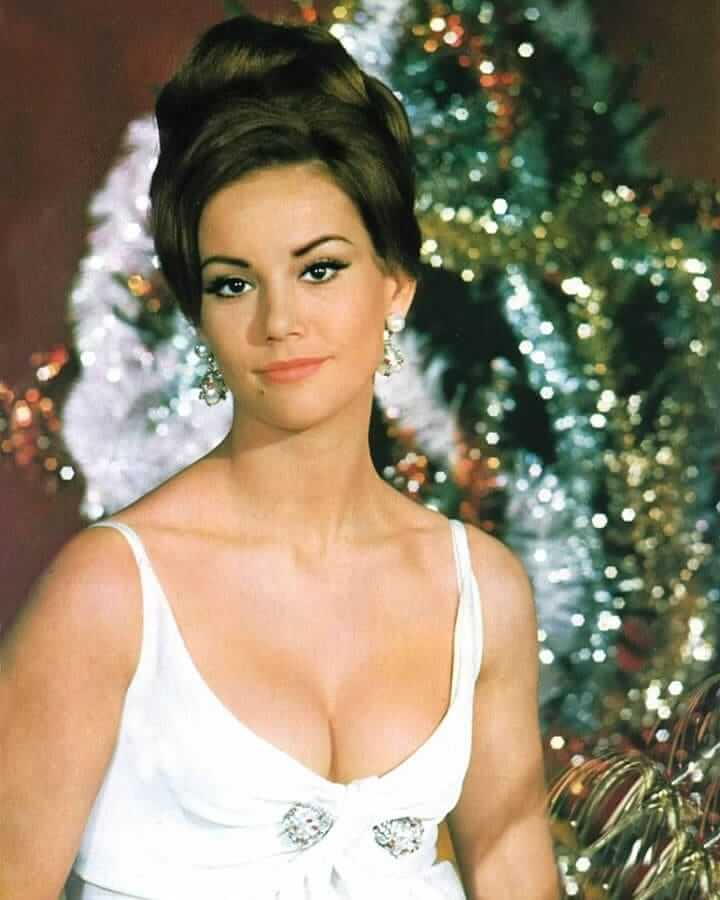 Claudine Auger sexy busty pic