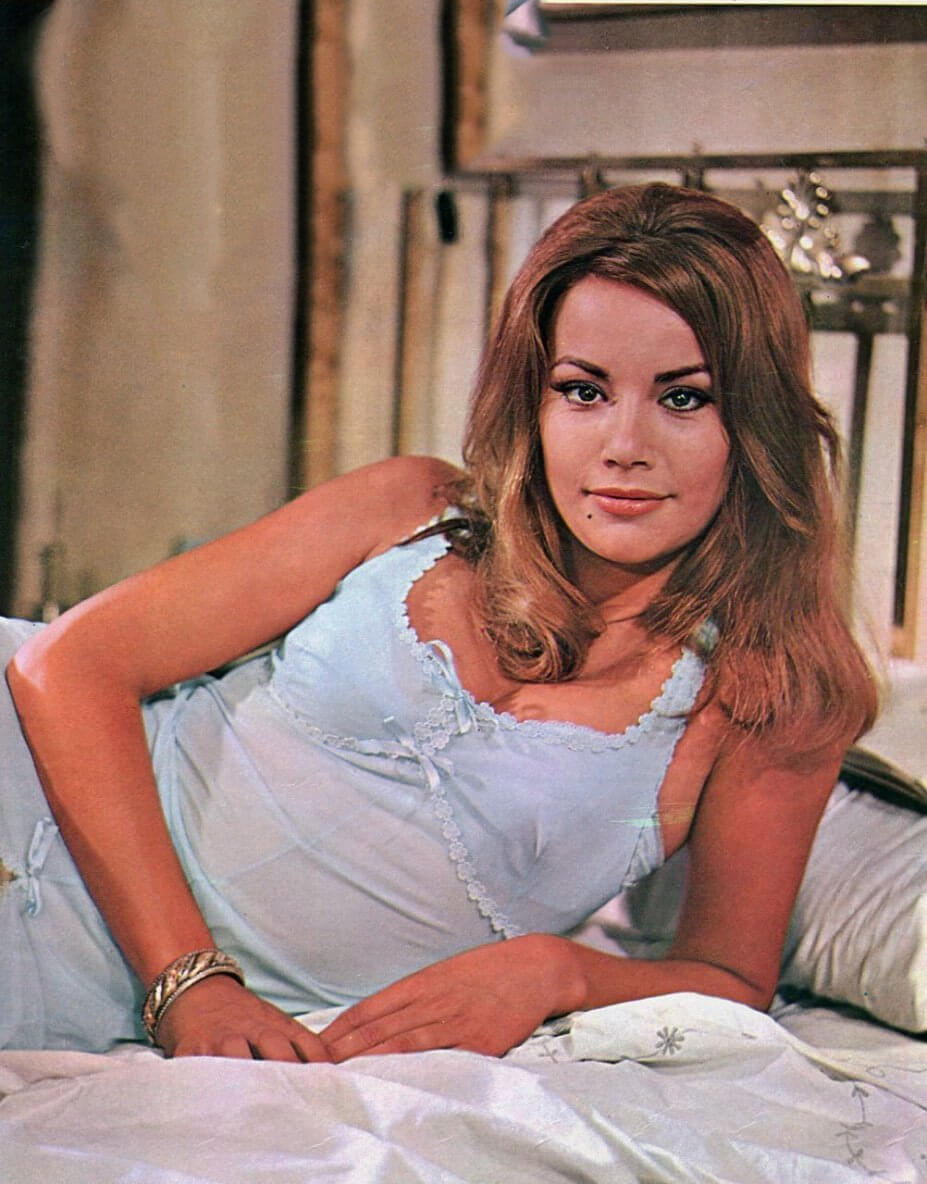 Claudine Auger sexy pic