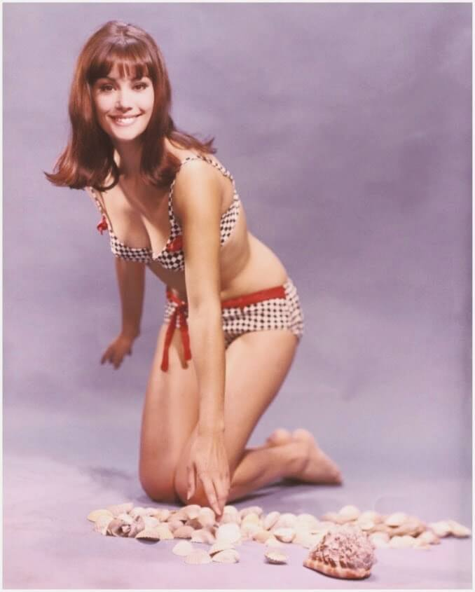 Claudine Auger sexy pictures (2)