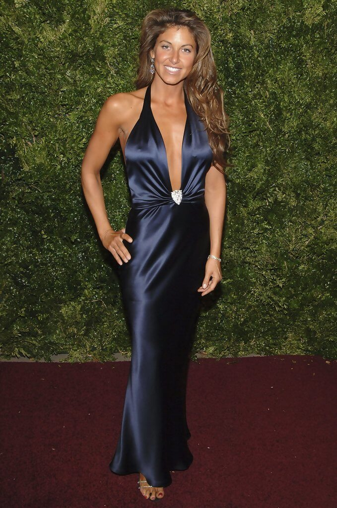 DYLAN LAUREN cleavages awesome pics