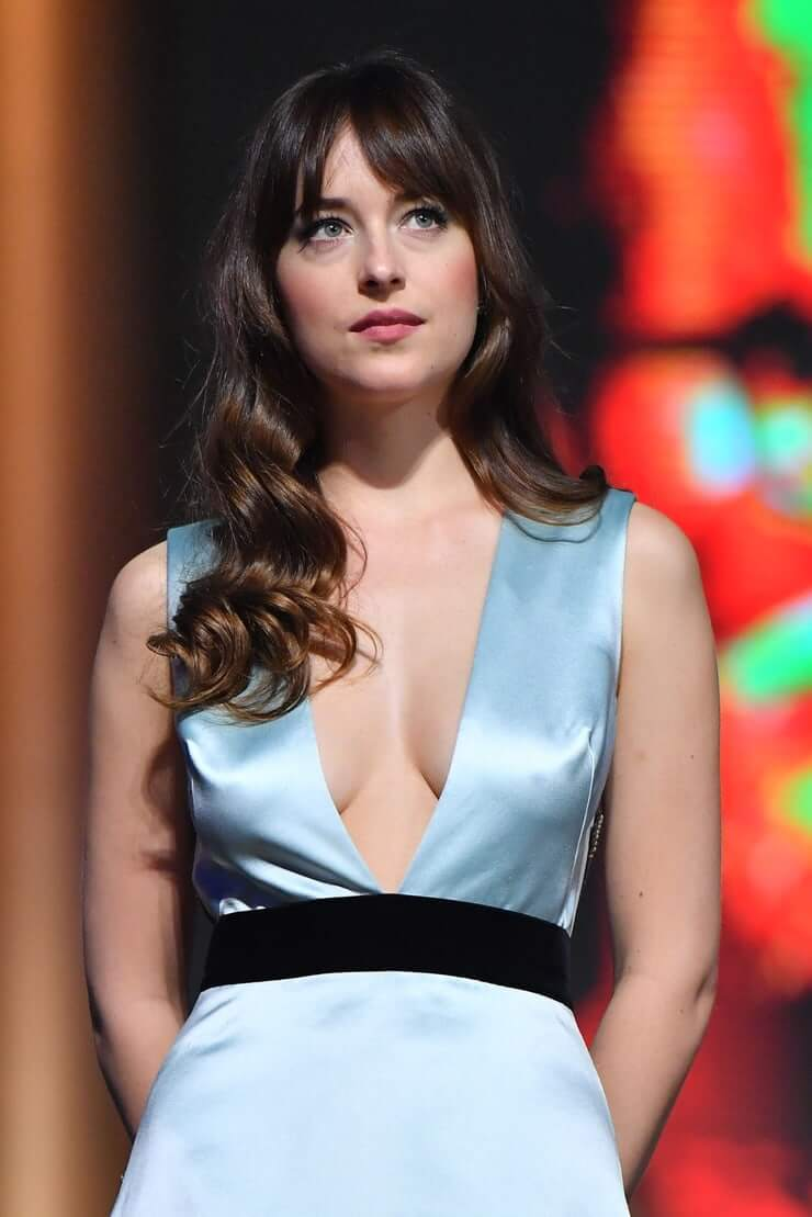 Dakota Johnson hot cleavage