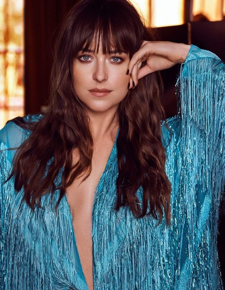 Dakota Johnson sexy cleavage