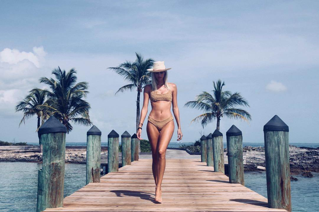 Devon Windsor bikini photos