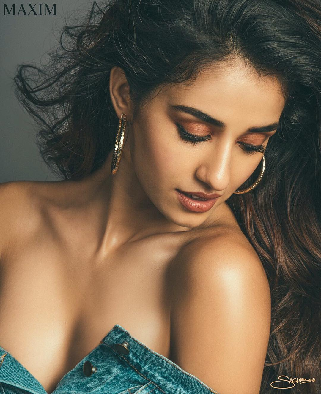 Disha Patani Sexy Boobs Pics on Beautifull Dress