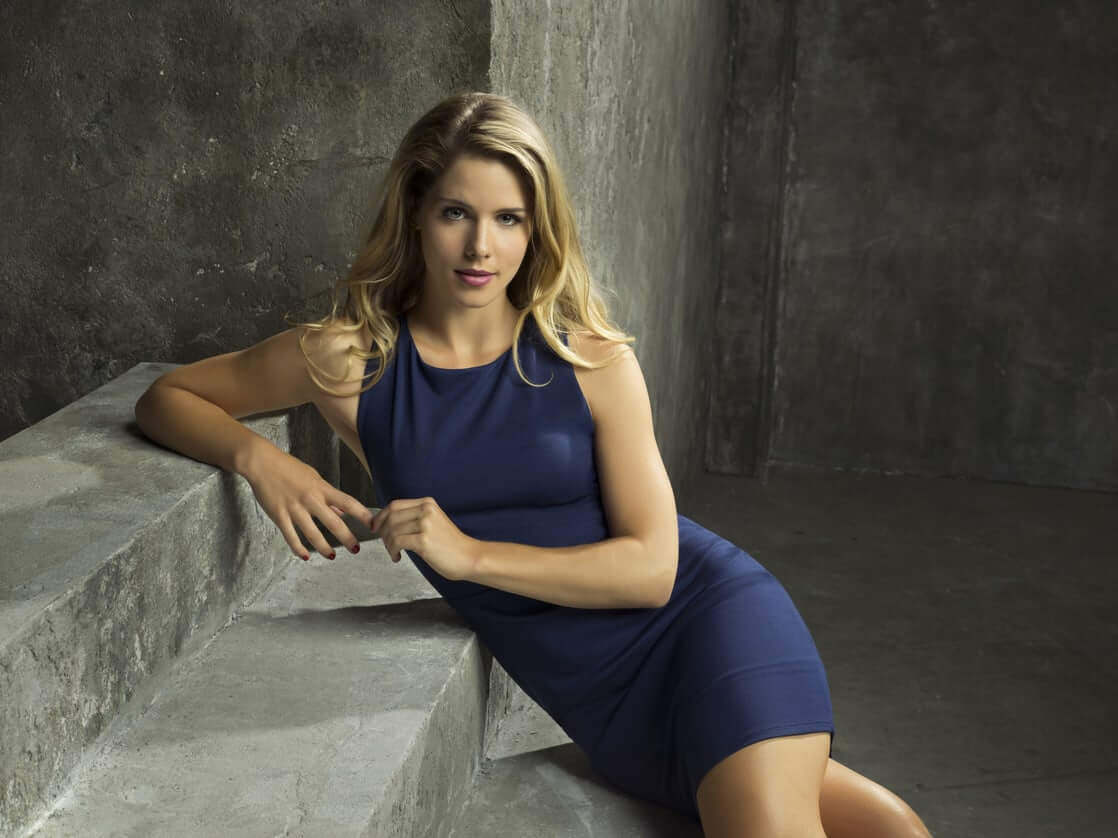 Emily Bett Ricards awesome photo (2)