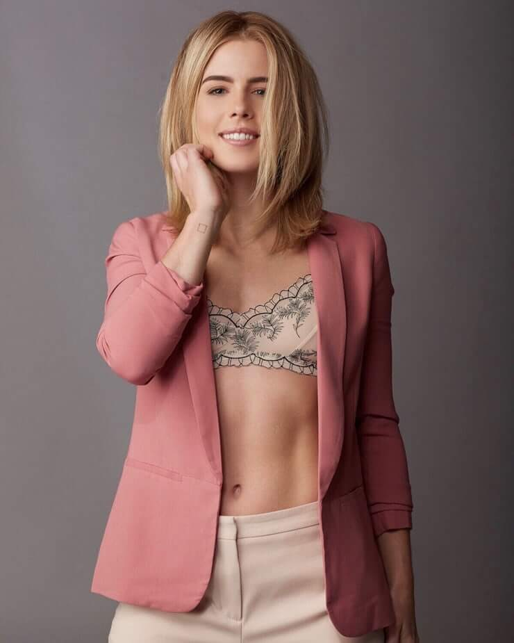 Emily Bett Ricards hot busty pic (2)