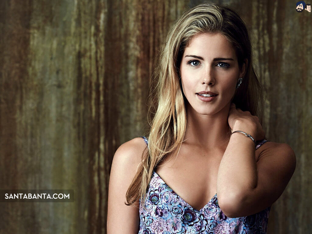 Emily Bett Ricards hot busty pictures