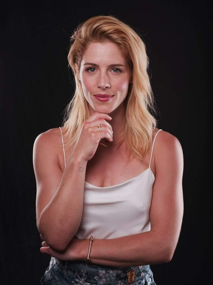 Emily Bett Ricards sexy pictures (2)