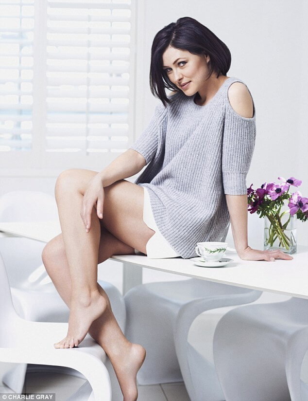 Emma Willis hot feet (2)