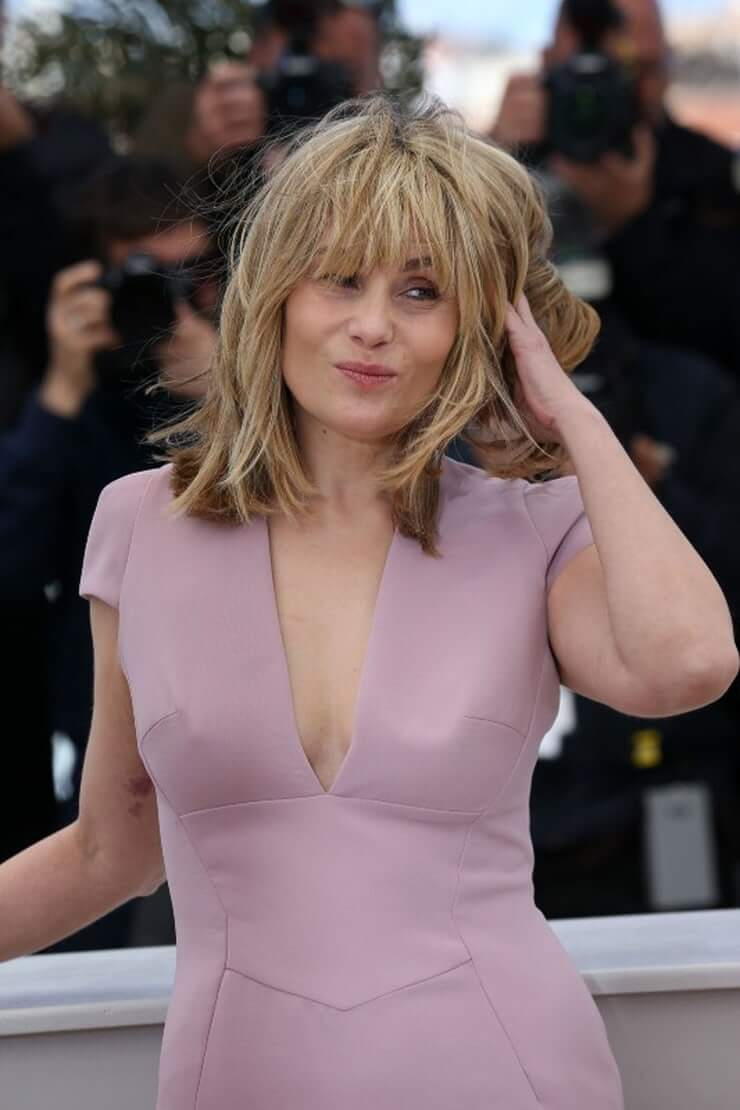 49 Hot Pictures Of Emmanuelle Seigner Expose Her Perfect