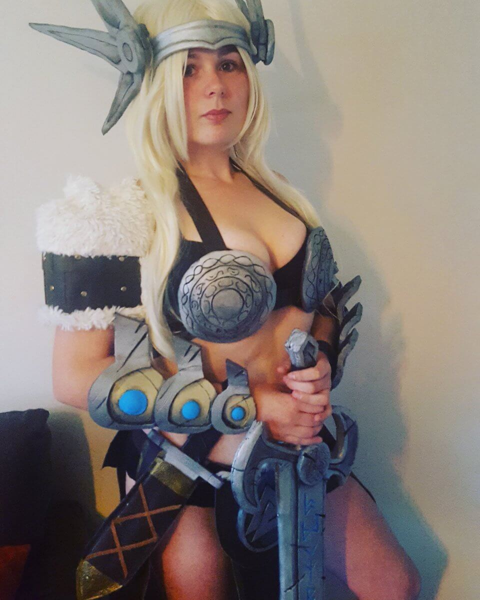 Freya Smite sexy cleavage pic