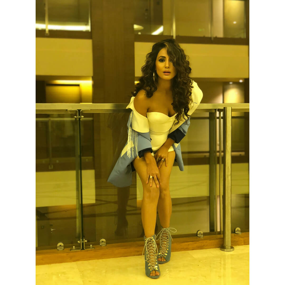 HINA KHAN sexy bsuty picture
