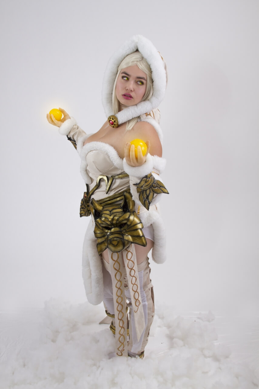 Hel Smite sexy pic