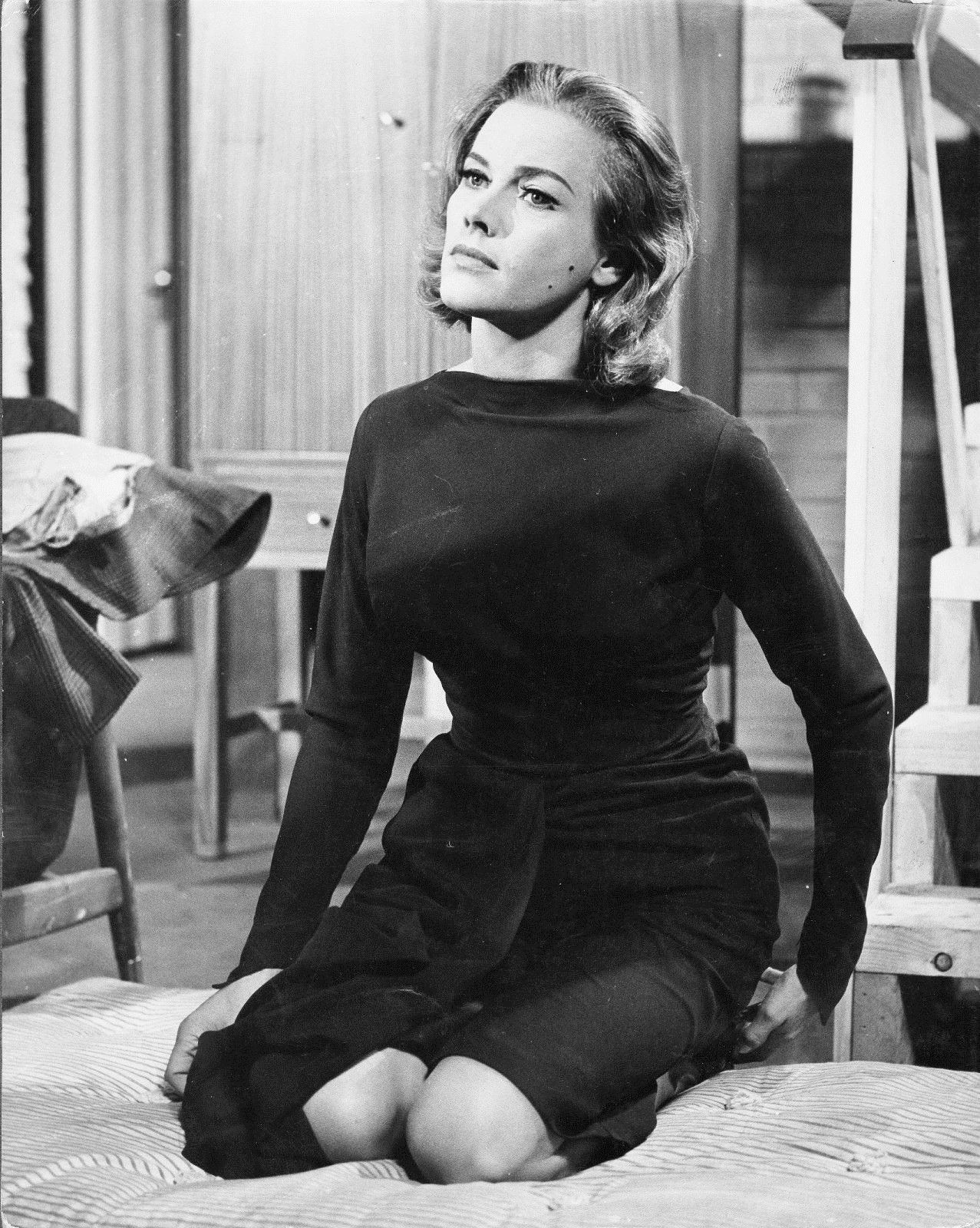 Honor Blackman Hot Pics