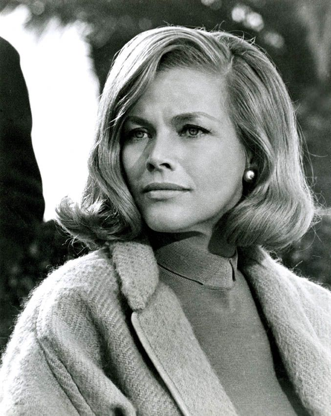 Honor Blackman on Photoshoot Photo