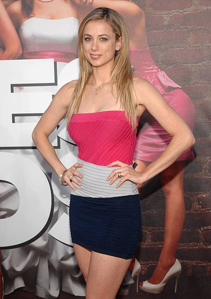 49 Hot Pictures Of Iliza Shlesinger Which Are Simply Gorgeous  49 Hot Pictures...