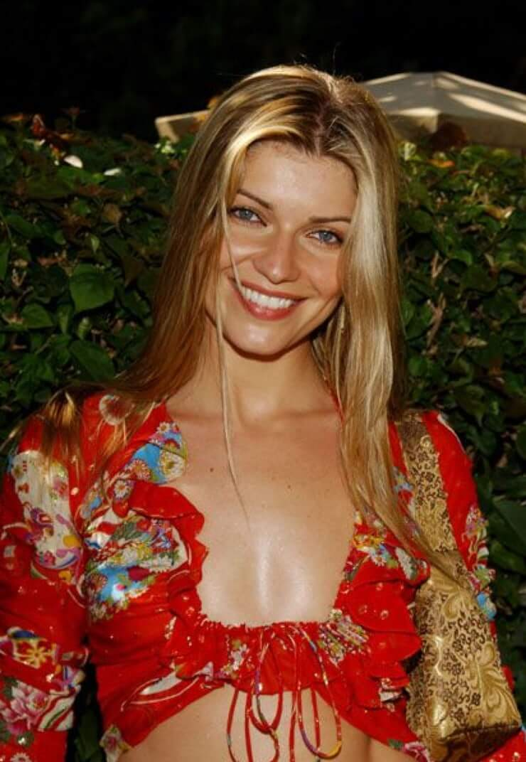 Ivana Milicevic hot cleavages pics
