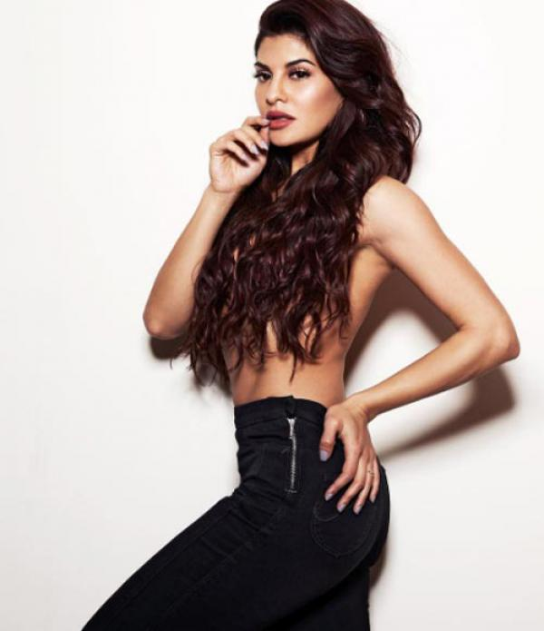 Jacqueline Fernandez Sexy Boobs Pics Topless