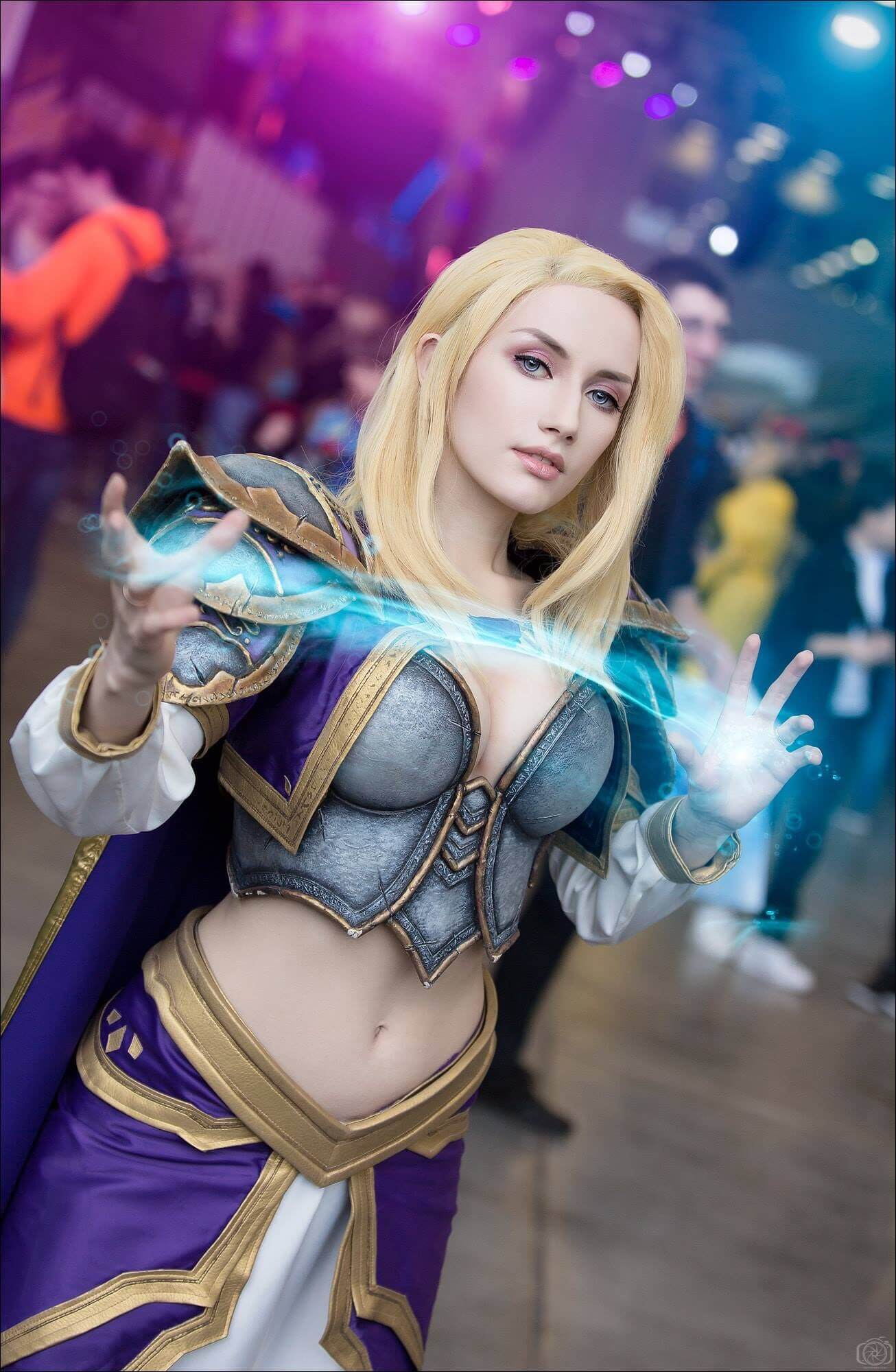 Jaina hot cleavages '