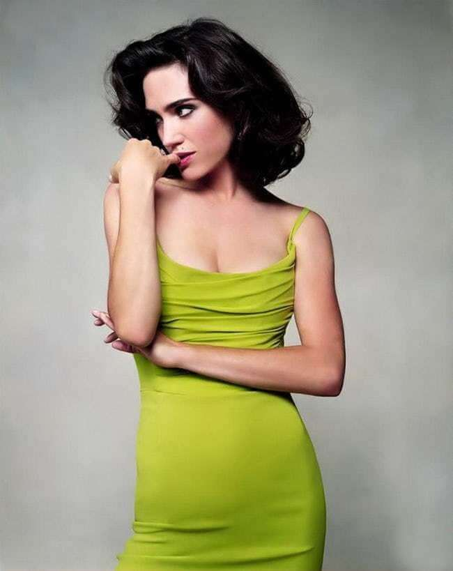 Jennifer Connelly awesome cleavages (2)