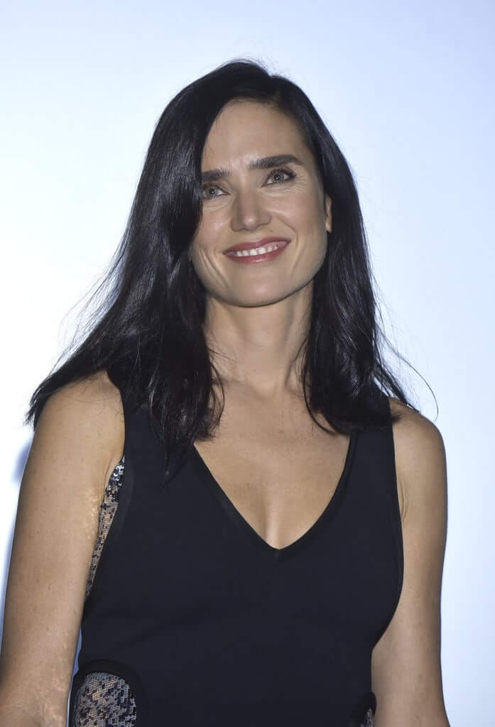 Jennifer Connelly sexy cleavages