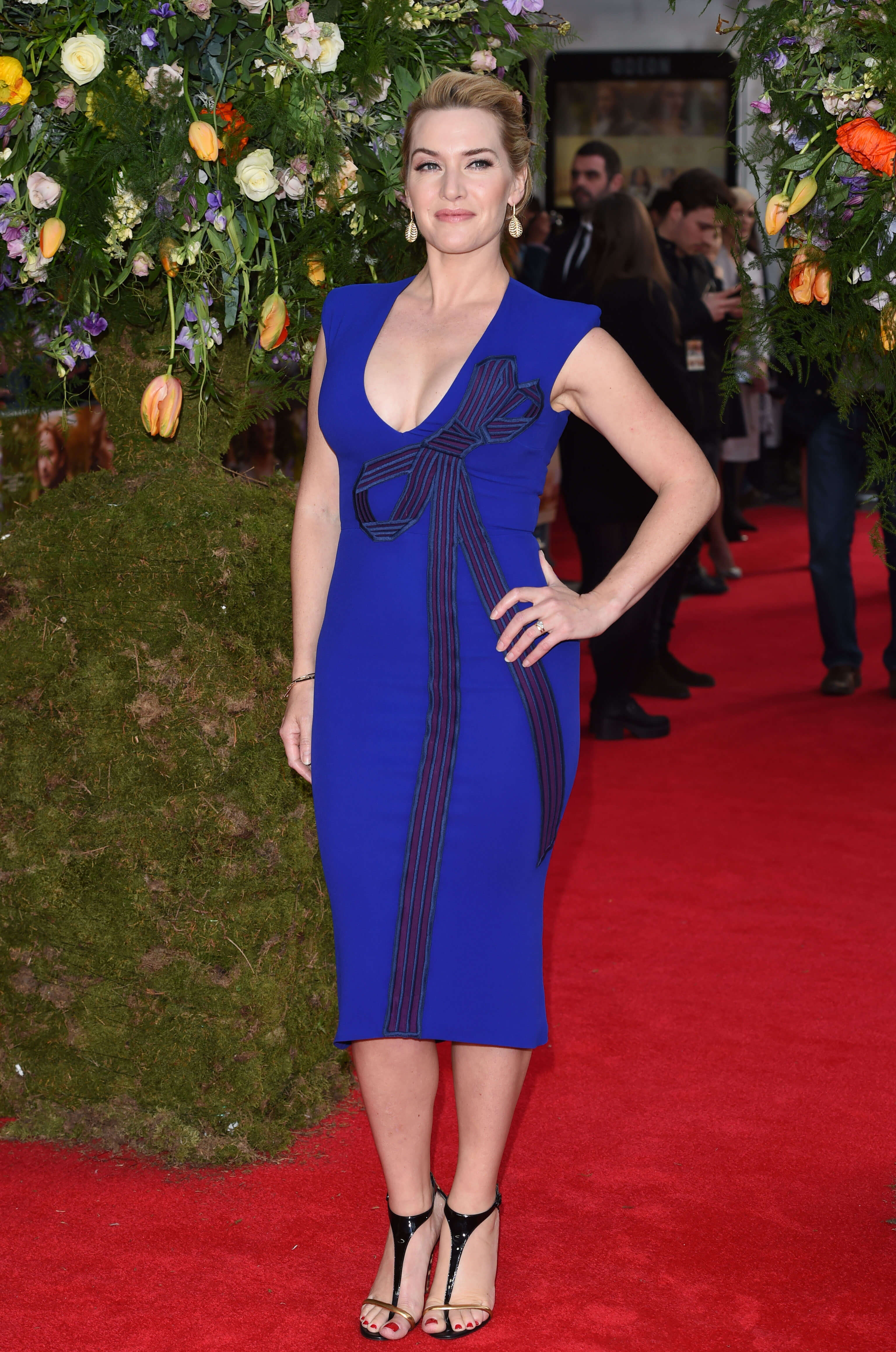 Kate-Winslet awesome blue dress