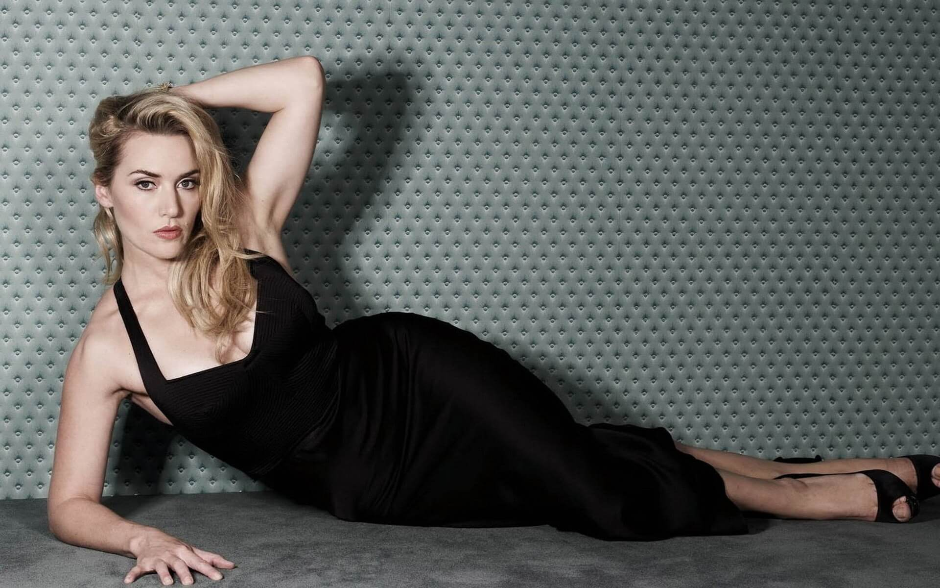 Kate-Winslet hot cleavages