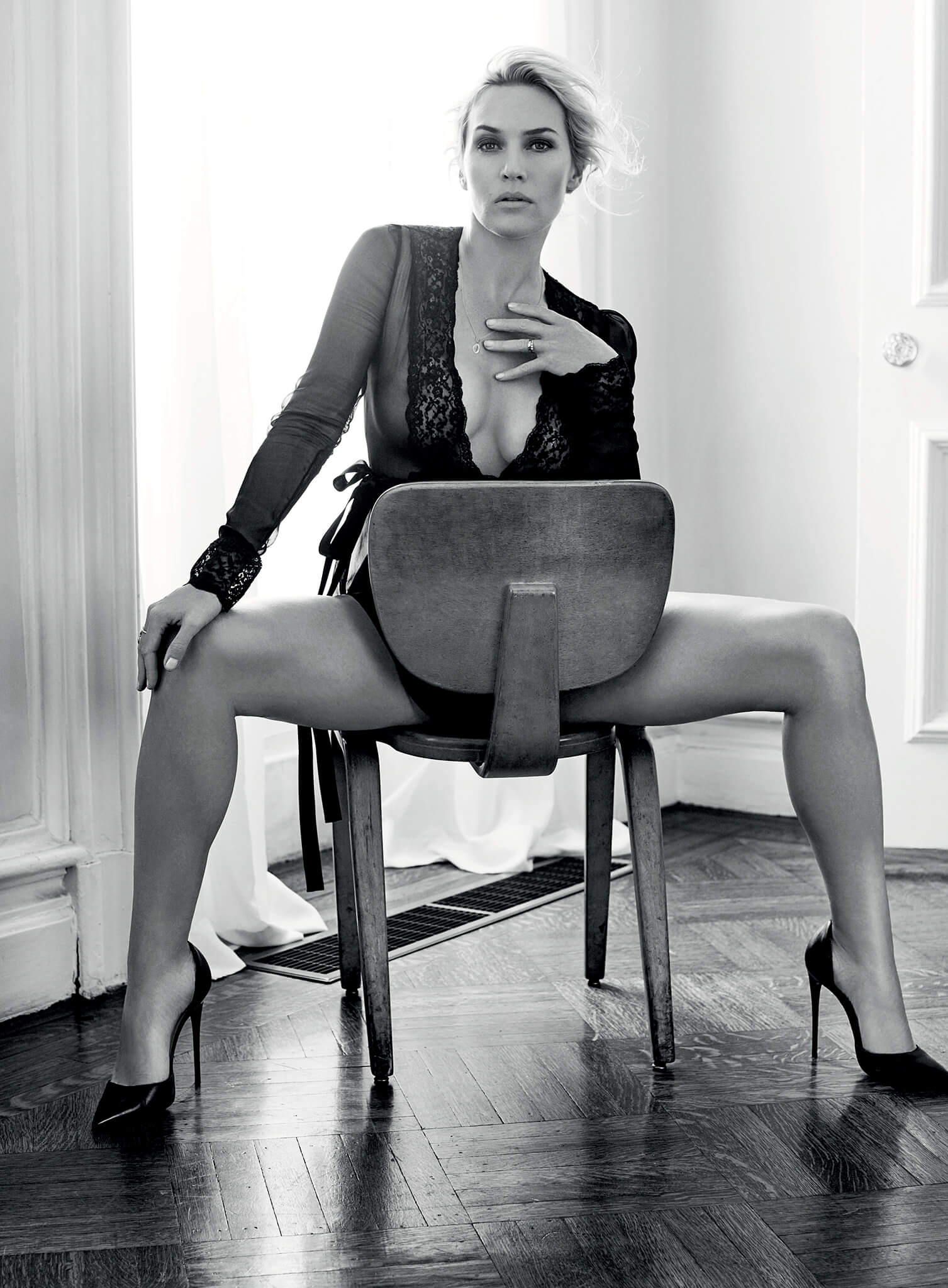 Kate-Winslet legs sexy
