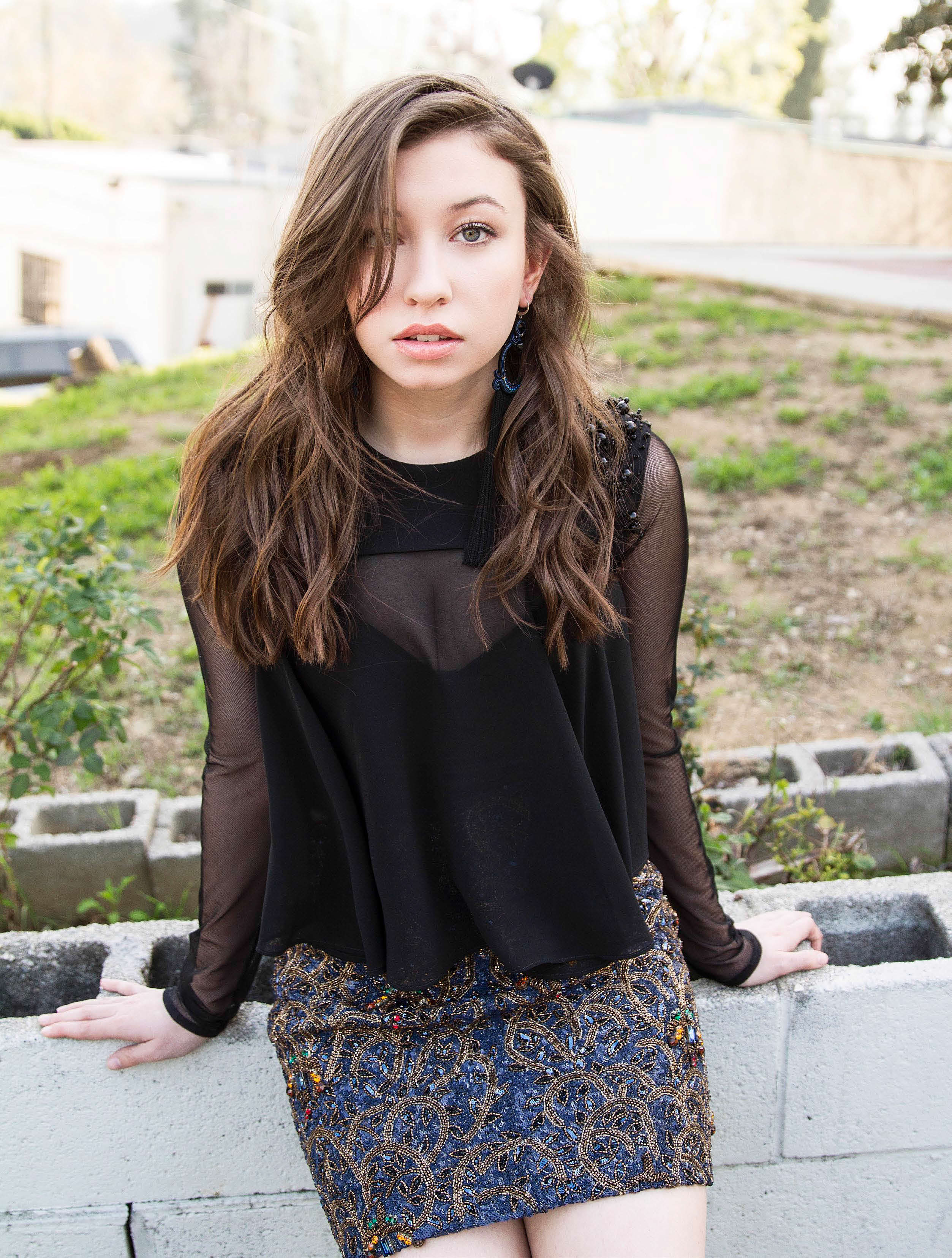 Katelyn Nacon sexy hairs (2)