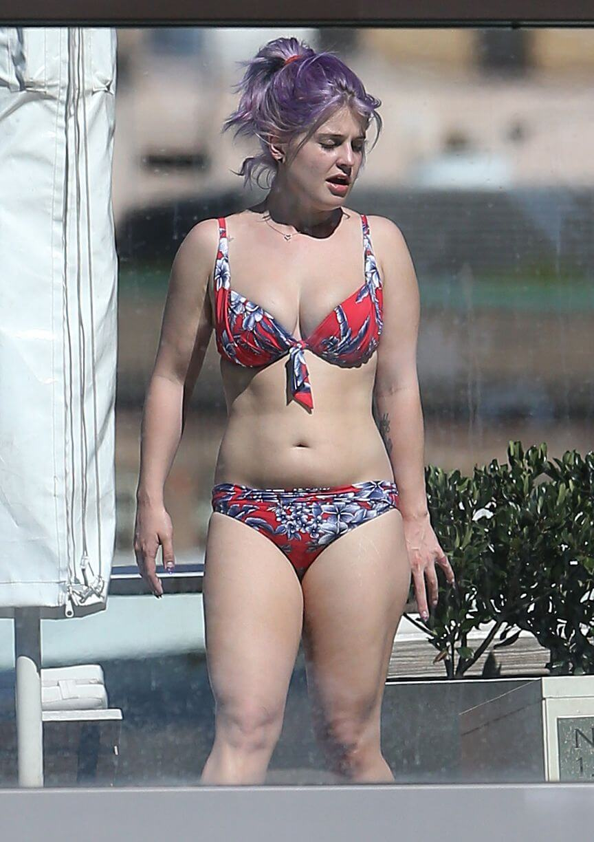 Kelly Osbourne Hot Photos - Copy