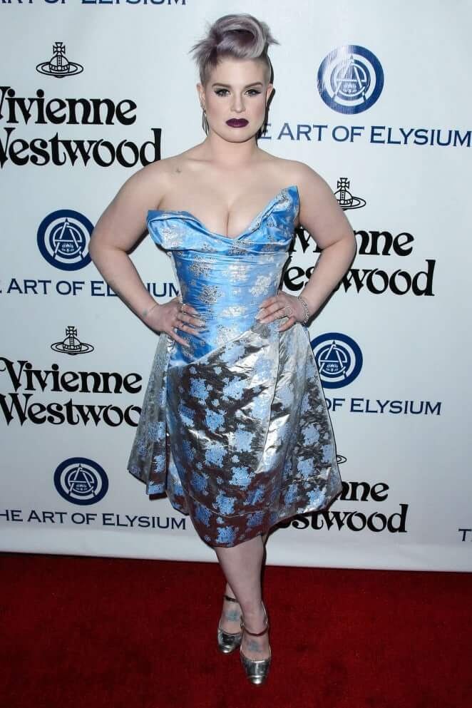 Kelly Osbourne hot busty