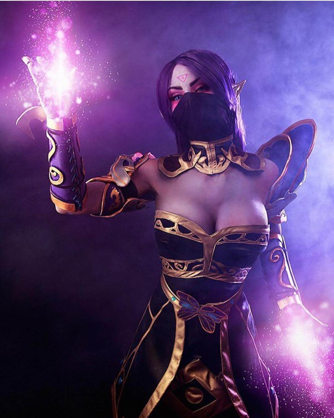 Lanaya Templar Assassin cleavage photo (2)