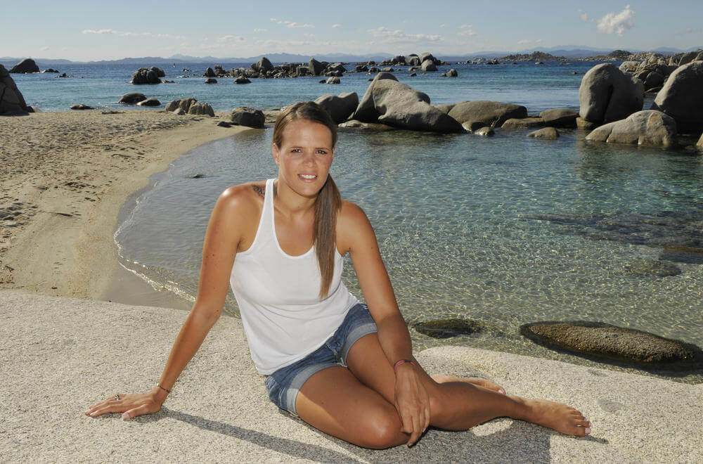 Laure Manaudou sexy thighs
