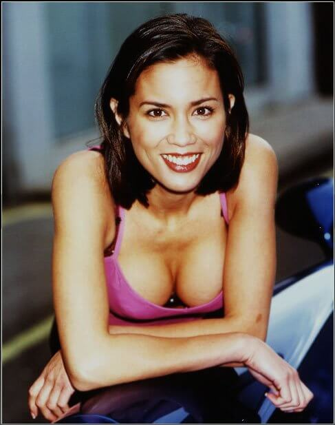 Lexa Doig cleavages pic