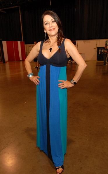 Marina Sirtis sexy long dres photo