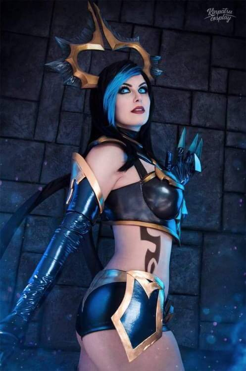 Masquerade Evelynn hot boobs pic