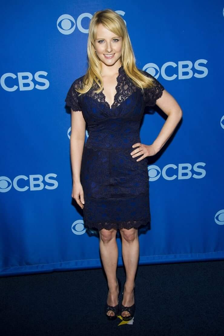 Melissa Rauch awesome black dress