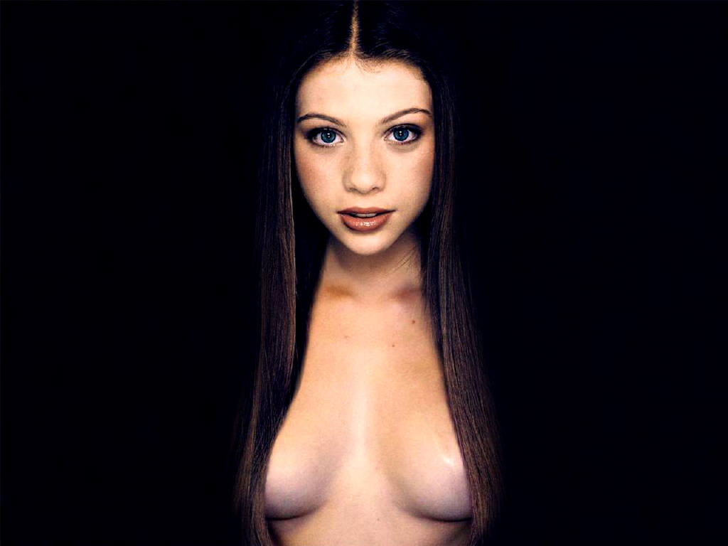 Michelle Trachtenberg Near Nude Pictures