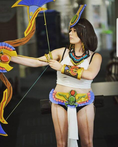 Neith Smite hot cleavages pictures