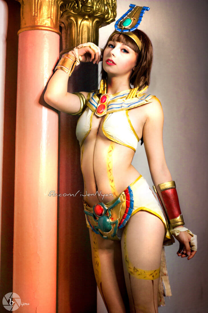 Neith Smite sexy cleavages pics