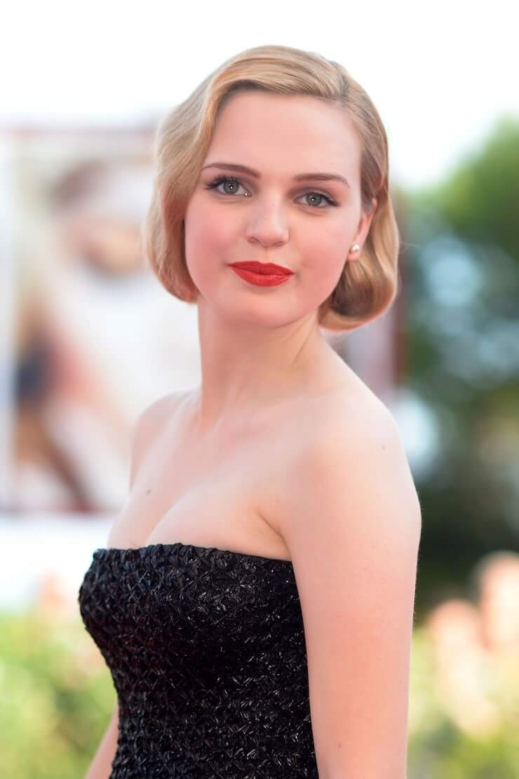 Odessa Young awesome pictures