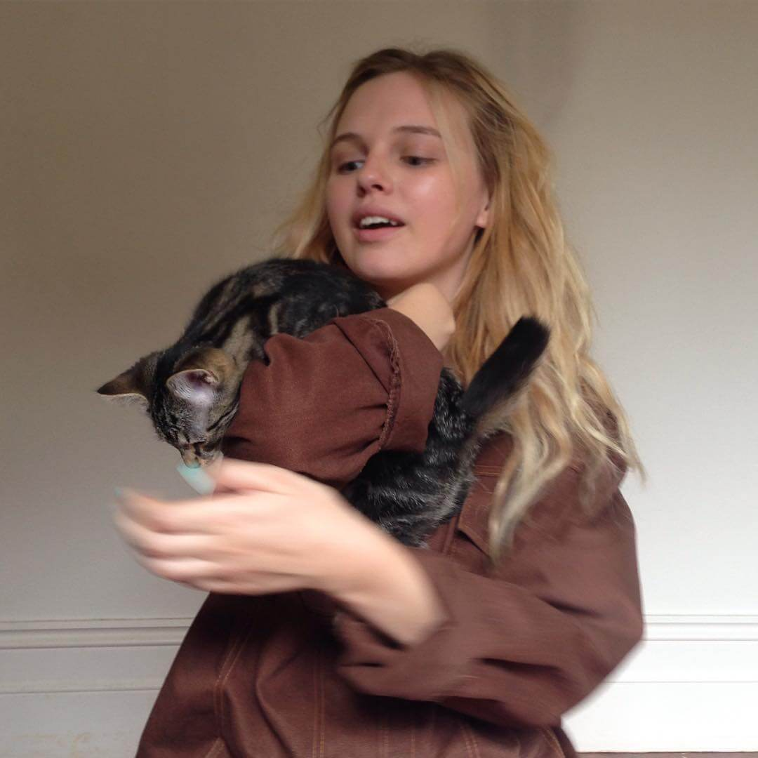Odessa Young hot picture
