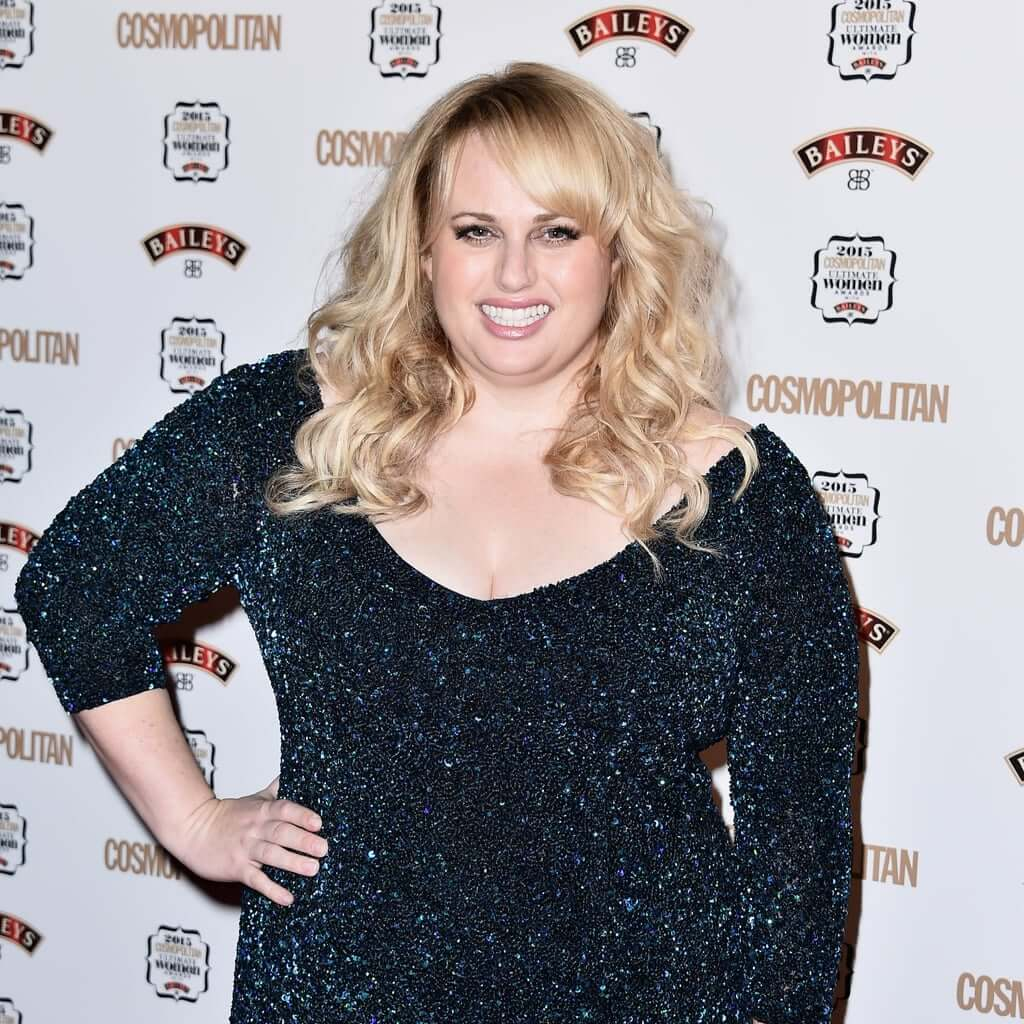 Rebel Wilson sexy cleavage pictures