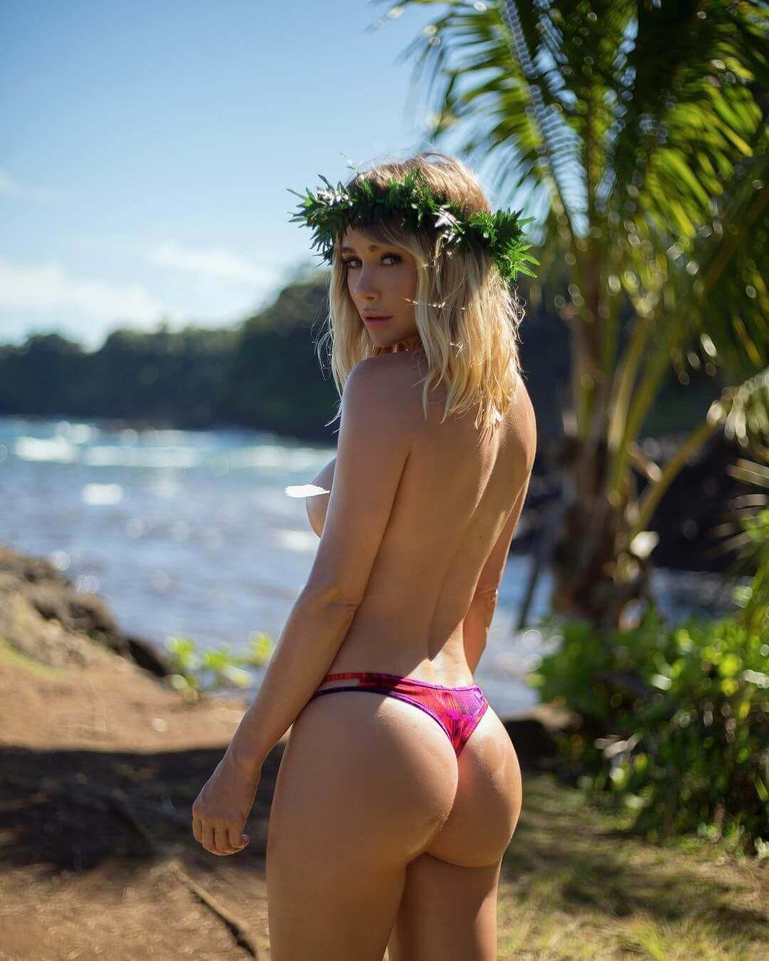 49 Hot Pictures Of Sara Jean Underwood Which Are Sure To Hypnotize