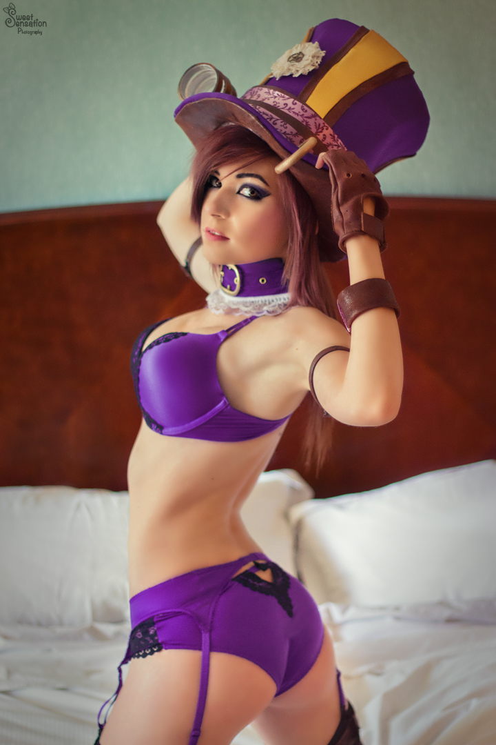 Sheriff Caitlyn Sexy Back