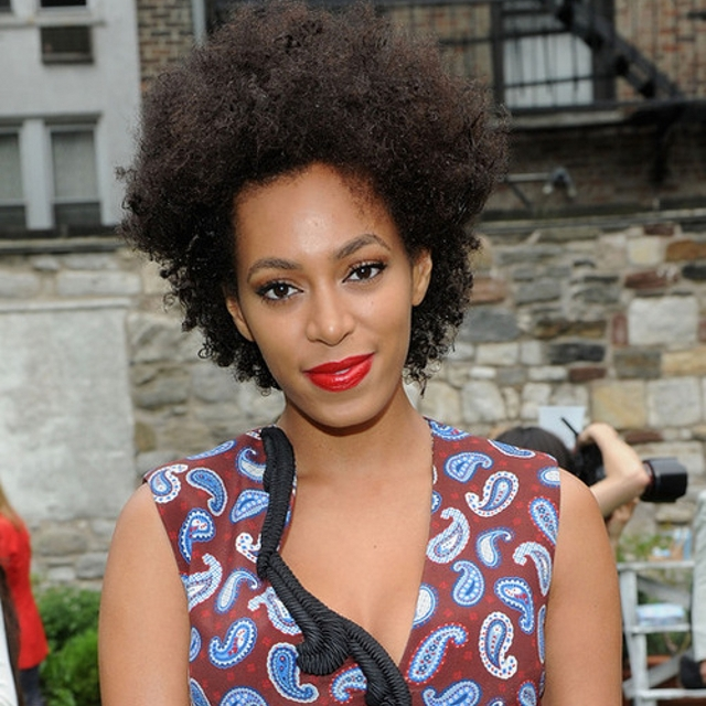Solange Knowles hot cleavvges