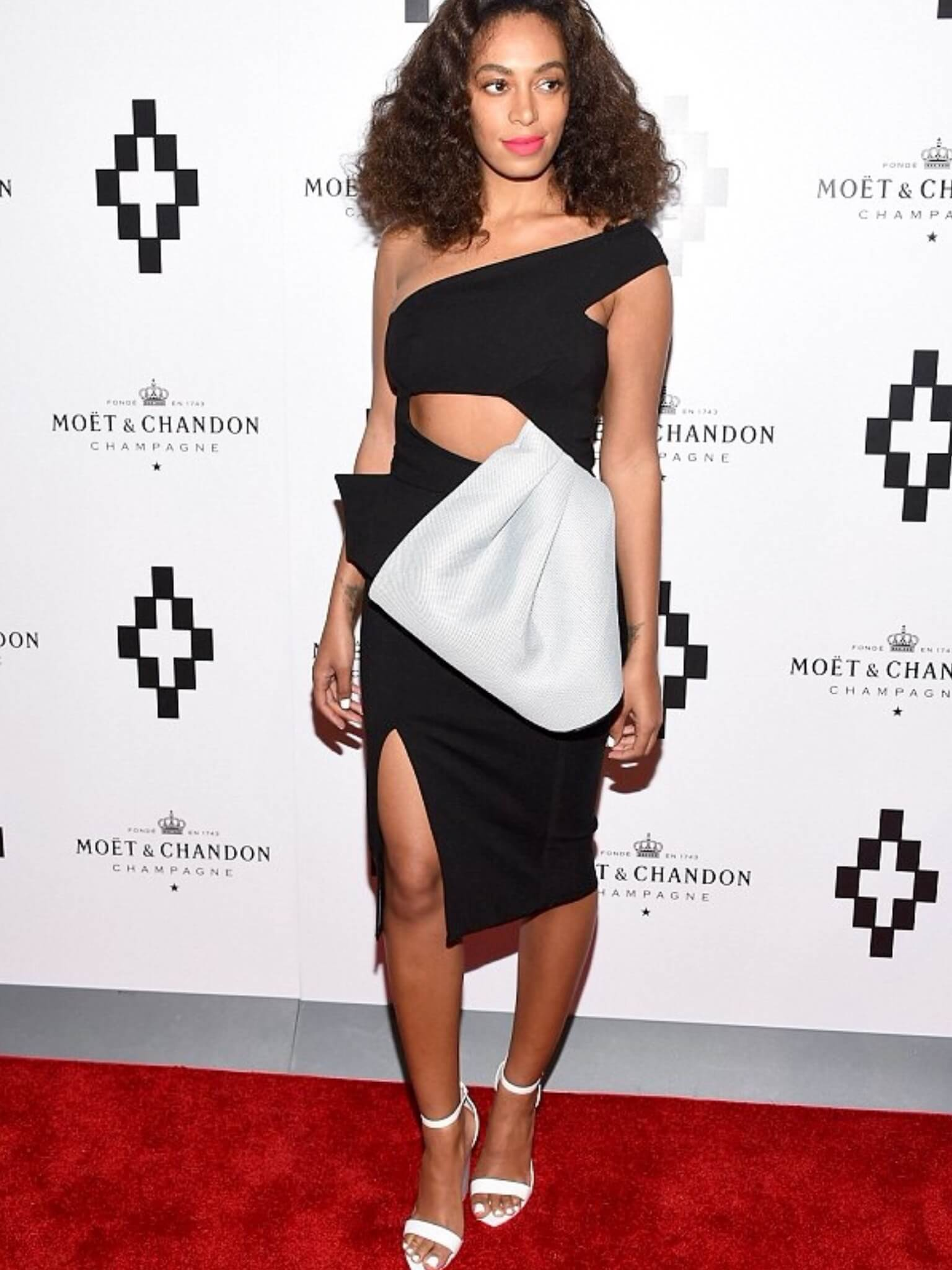 Solange Knowles hot legs (2)