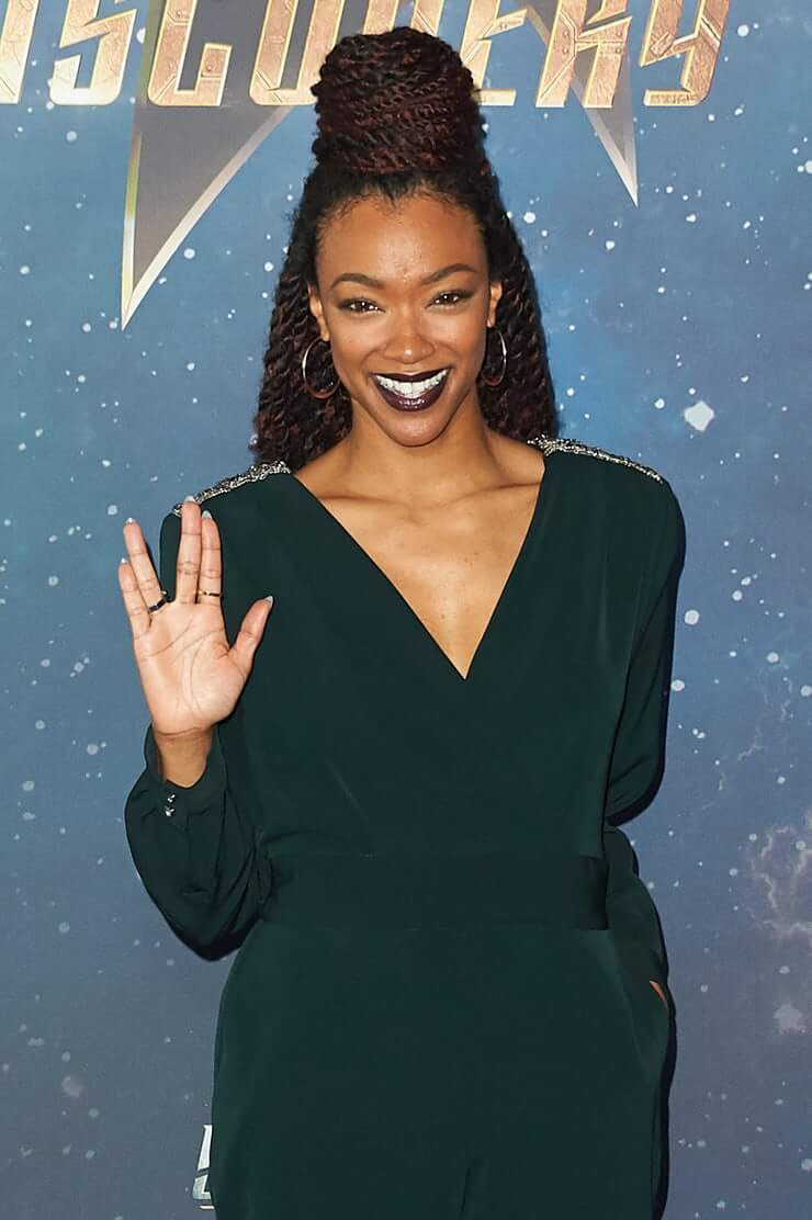 Sonequa Martin Green sexy cleavages picture
